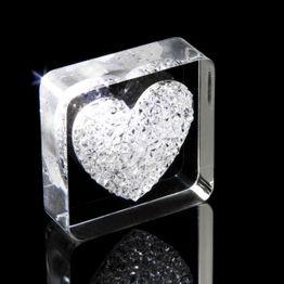 Magnete decorativo 'Diamond Heart' tiene ca. 450 g, con decorazione a cuore, in plexiglas, con cristalli Swarovski