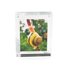 FRM-01, Fotolijstje 11${dec}5 x 9 cm, met magneetsluiting, van doorzichtig plexiglas, voor staand of liggend formaat